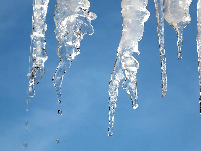March icicles 001